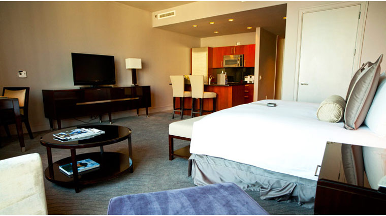 Trump International Hotel & Tower Chicago King Room Bed