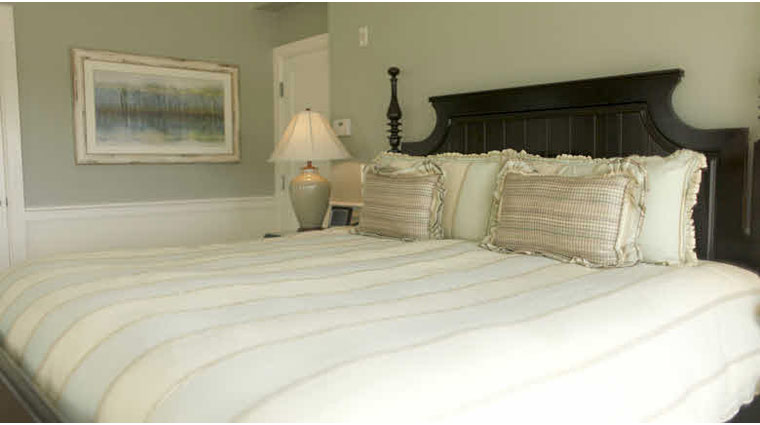 Wequassett Resort and Golf Club Round Cove Suite Bed