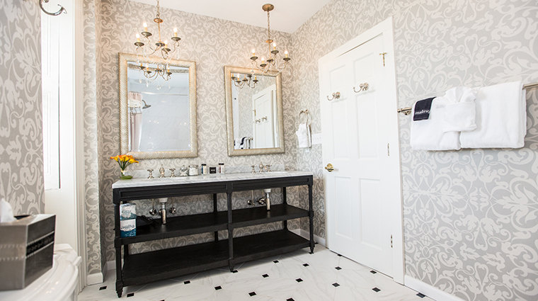 Earl of Chatham Suite Bathroom