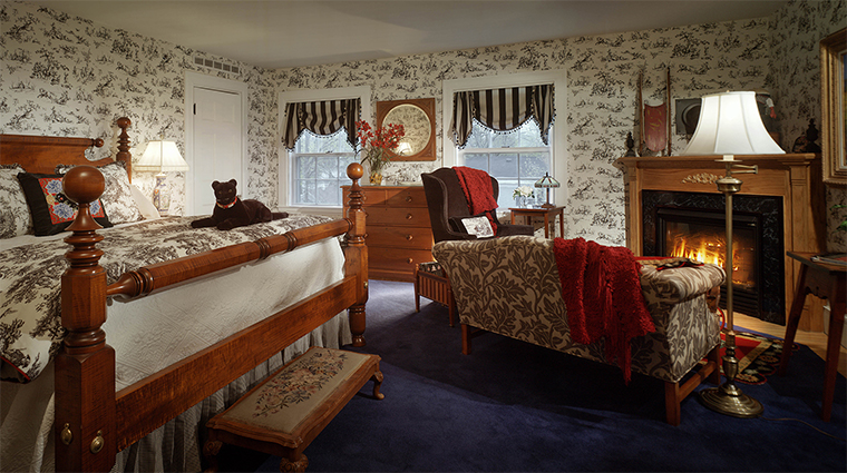 The Captain Lord Mansion Americana Suite Bedroom with Fireplace