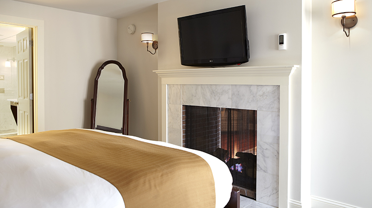 The Portland Regency Hotel & Spa Suite Bedroom and Fireplace