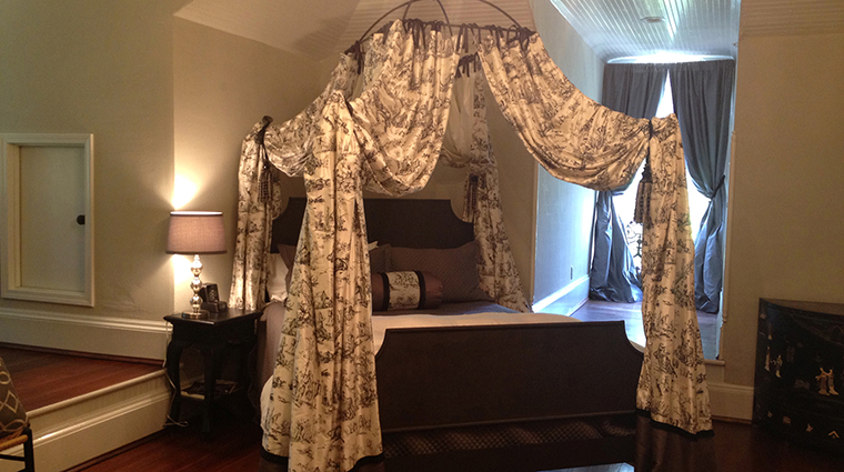Twelve Oaks Bed & Breakfast Steel Magnolias Grand Spa Suite Bedroom