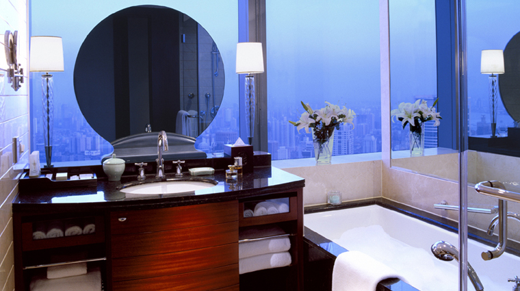 JW Marriott Hotel Shanghai at Tomorrow Square Deluxe Corner Room Bathroom