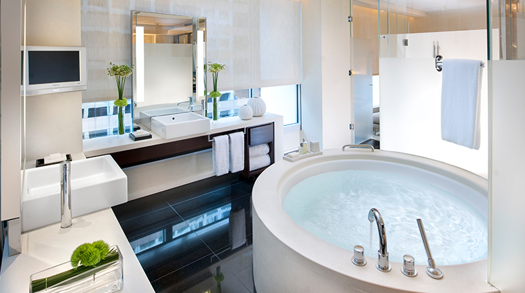 The Landmark Mandarin Oriental, Hong Kong Premier Suite Bath