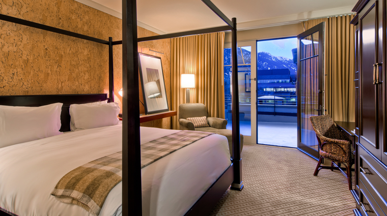 St Julien Hotel & Spa King Bedroom with a Mountain View