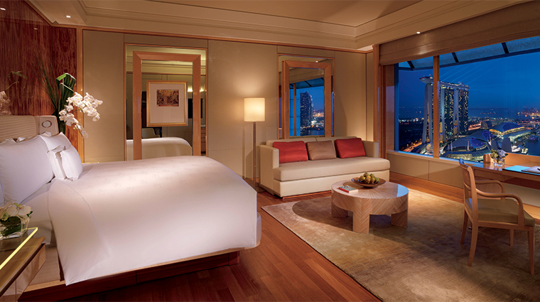 The Ritz-Carlton, Millenia Singapore Deluxe Room with Marina Bay View