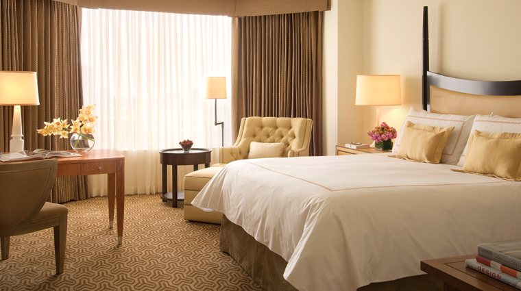 Four Seasons Hotel Houston Guestroom